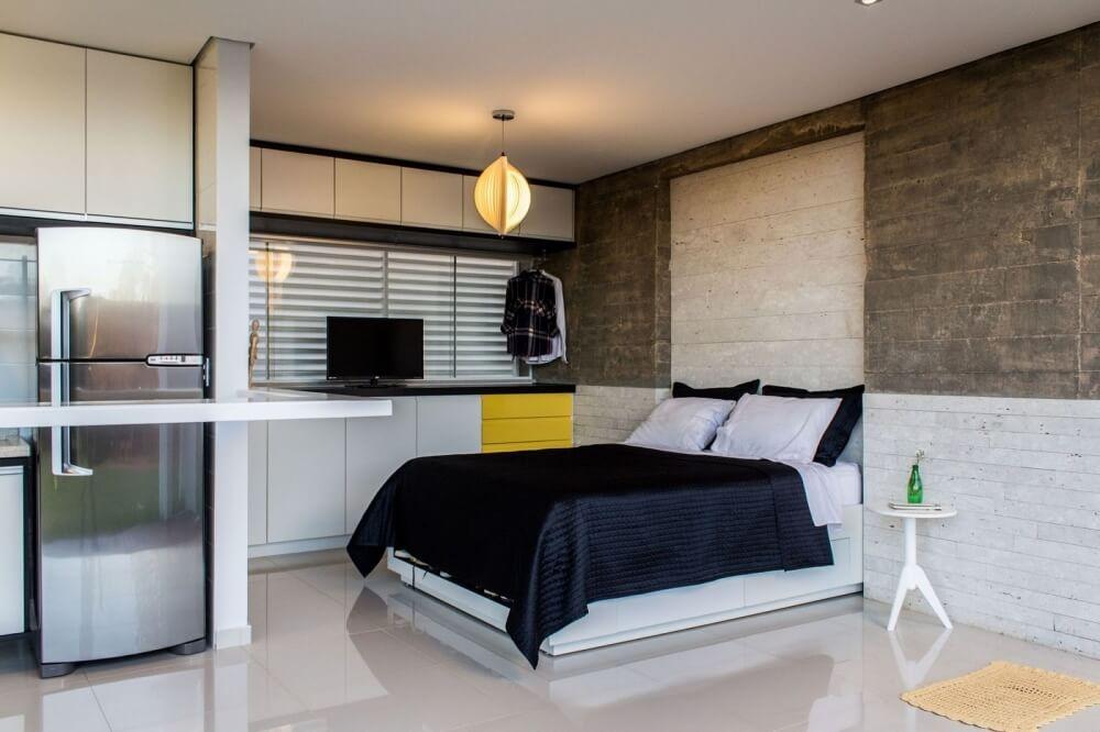 спальня в доме с панорамными окнами